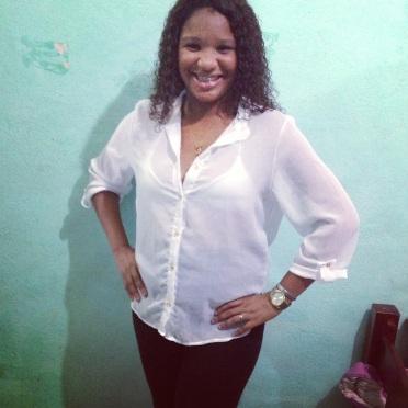 Thatiany Guanabara, 25 anos. Eu quero participar do Favelado 2.0, porque eu me encaixo quase em todas as oficinas do projeto curso. - Moradora da Cidade de Deus.